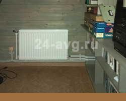 Пример монтажа радиатора отопления в частном доме.